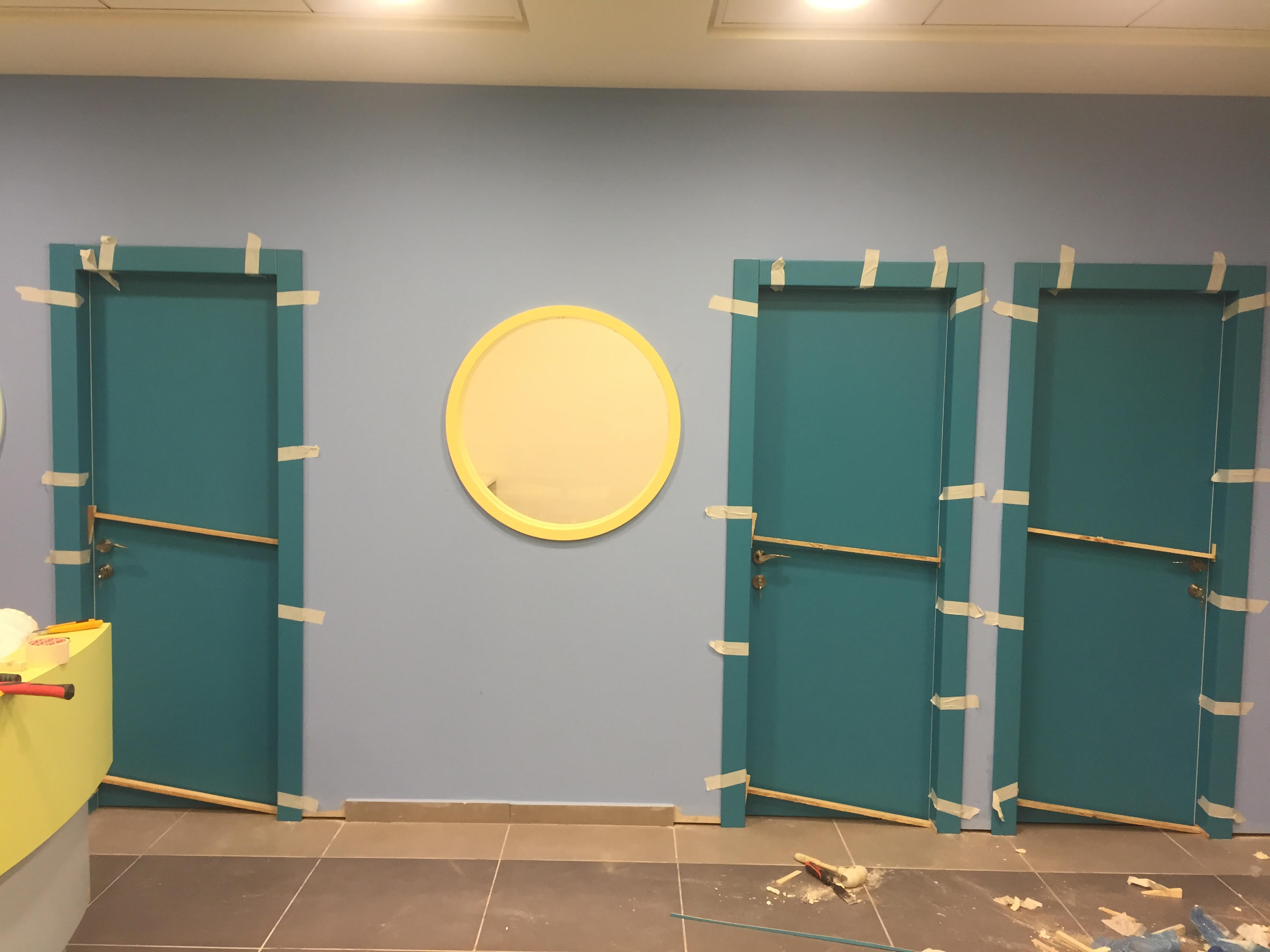 דלתות צבע בתנור בגוון מיוחד לספרייה בתל אביב