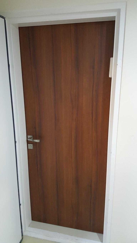 דלת לממד בגוון אגוז