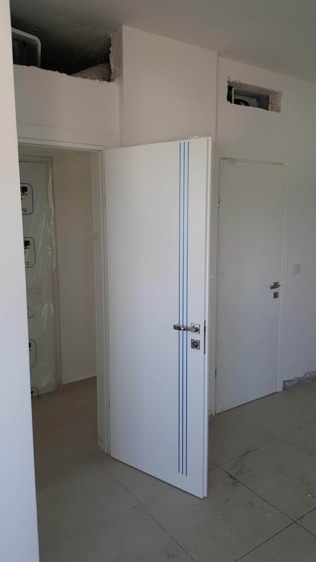דלת צבע תנור עם שלוש פסי ניקל צבע לבן