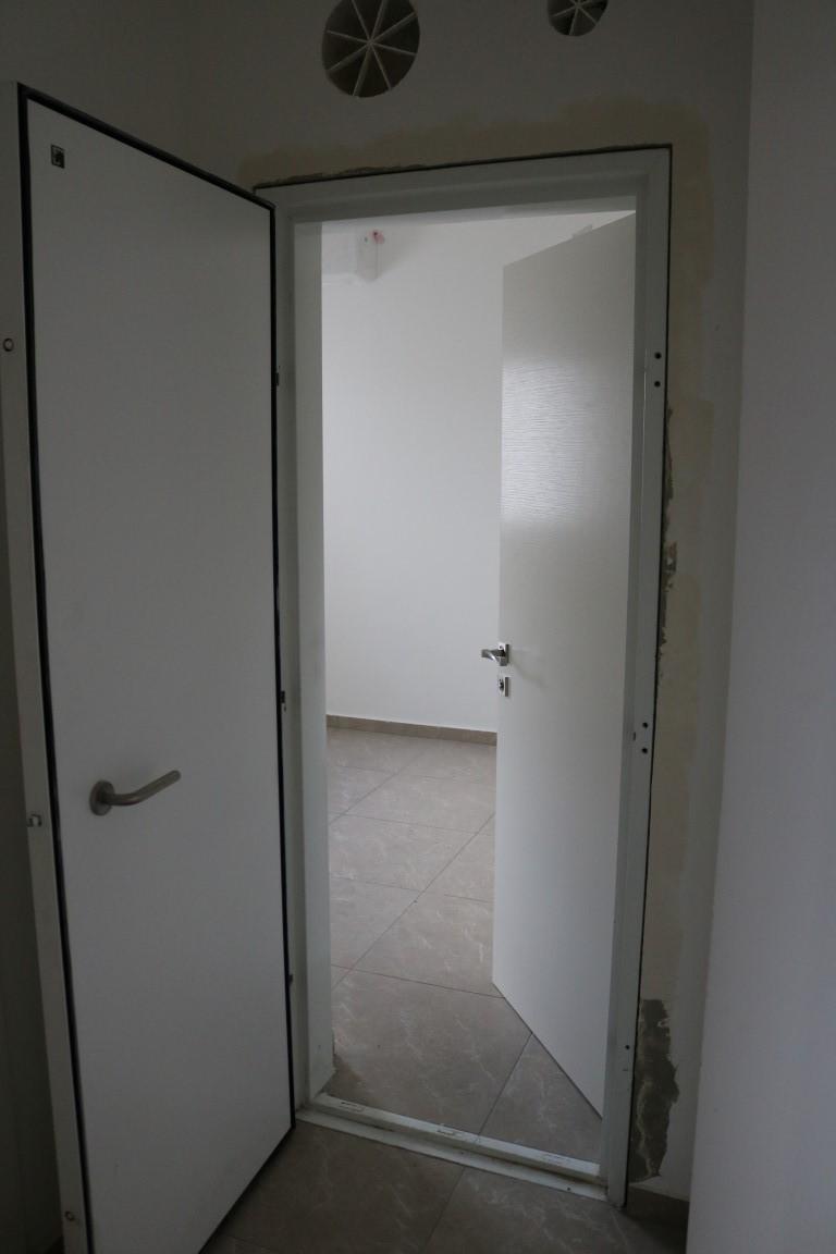 דלת ממד בגוון לבן
